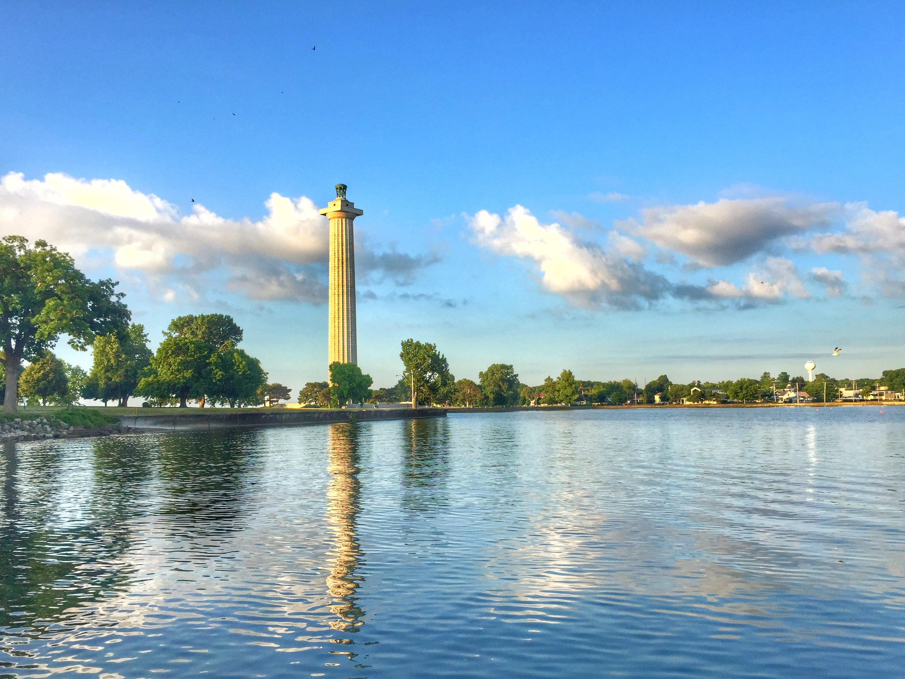 perrys-monument-put-in-bay